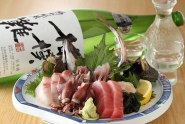 当日仕入れた鮮度抜群な魚を厳選。プリプリ食感の『本日の盛り合わせ』