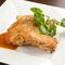 若鶏を半身、丸ごと使用『若鶏のロースト グレービーソース』