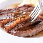 宮崎牛を使用しマルサラ酒でフランベ。ミディアムな焼き加減で味わうステーキは柔らかい肉質と溢れる旨みが堪能できます。ワインのお供にもオススメの一品。