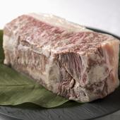 地元の名産「神戸牛」を使った贅沢な一皿に出会えます