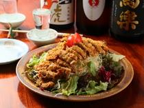 ビフカツの食感&フレッシュな野菜が絶妙な味わいの人気メニュー