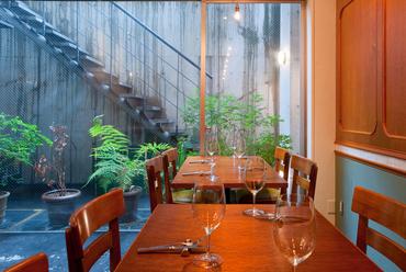美味しい料理とワインを楽しむ、大人の集いに