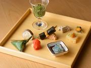 手間を惜しまず丁寧に仕上げられた逸品。金沢の旬の美味しさが小さな器にあふれるような優しさを感じられます。