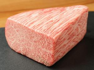 上品な程よい刺しと、とろけるけるような旨みと芳醇な香り『最高級松阪牛ステーキA5 』