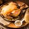 国産丸鶏を低温で2時間かけてしっとり焼き上げます。
