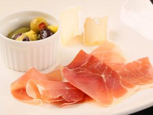 各地より届けられる「生ハム」「チーズ」の食べ比べ