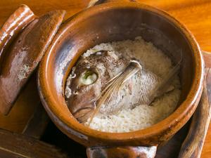 釜炊きならではの美味しさが堪能できる『名物 鯛めし』