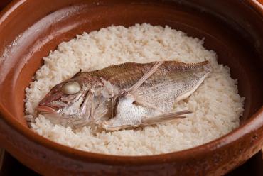 魚の旨みがごはんに薫る逸品『名物 鯛めし』