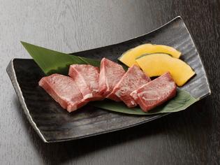 シンプルな味付けで旨味が引き立つ『厚切り塩タン』