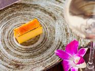 口どけのよさと滑らかな食感を楽しみつつ、鮨の斬新な一面を堪能『玉~鮨屋のクレームブリュレ』