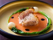 伝統的な日本料理の技法を用いた、美しいコントラスト『甘鯛のうろこ焼き』