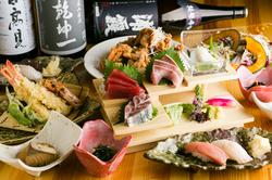 宮城県産の日高見牛はとても柔らかく油も甘みがあり美味しいです。手毬寿司は可愛らしく女性にも人気!