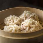 断トツの人気メニュー『旨い!イカしゅうまい』はスルメイカの鮮度と隠し味の仙台味噌が決め手