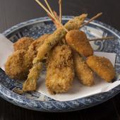 アツアツの串揚げはオリジナルの創作料理