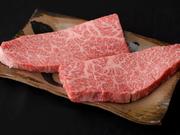 見た目はサシが入っていて脂っこさが感じられるが、食べてみるとあっさりしている絶品お肉。オーナー料理人おすすめの部位です。