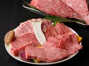 能登牛のザブトン、特上ロース、特上カルビ、上タン、野菜、豚バラ(能登豚の絶品お肉と野菜が付いた魅力たっぷりのセットメニューです。)
