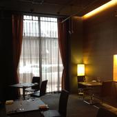 ゆったりとした空間でお食事と会話をお楽しみください