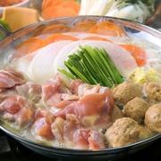 自慢の鶏ガラスープに栄養たっぷりのとろろと銘柄鶏「大山鶏」のつくねを入れた特製鍋。お腹の中から温まる逸品。  ■ご注文は2人前から承っております。