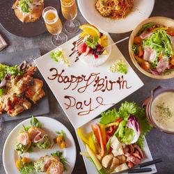 ネーム&メッセージ入り豪華Anniversaryプレート付き。誕生日、記念日など特別な日に是非ご利用ください。