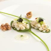 食感と風味が抜群の『ホタテ・カリフラワー・ほうれん草の前菜』
