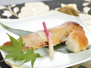 魚の旨味を活かした甘さの『金目鯛メープル西京焼』