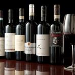 イタリアを中心にそろえられているワインの数々。泡・白・赤・ロゼ、それぞれ料理に合わせてグラスでオーダーできます。