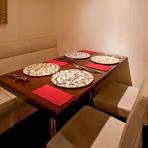 お料理は、ご予算に応じて各種コース料理やアラカルトでのご予約も承ります。落ち着いた空間で、カジュアルな接待におすすめです。接待の時はお客様を上座にしたりする座席の配置にも対応いたします。