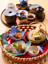 旬の魚介類と野菜をふんだんに使った『かご御膳』