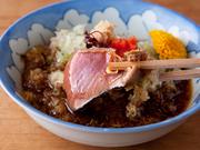 たっぷりのネギとミョウガと、自家製ポン酢でいただきます。残ったポン酢に『豆腐』を入れ、湯豆腐のように食すのが定番です。