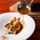 スープと具材、両方の魅力を際立たせる『魚介のスープ仕立て ココットで』(2名様より)