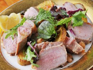 豚肉本来の味を楽しめる『浅野さんの霜降り豚の炭火焼き』