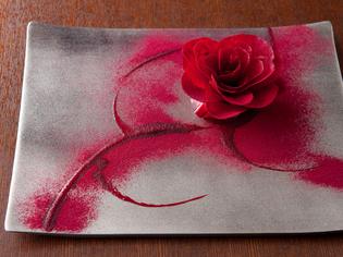 華やかな薔薇を形どった『薔薇ビーツとフォアグラ』