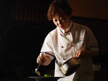 お客様一人一人の顔を想像し、そのお客様だけの料理を創造