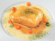 パリマキシムの伝統のソースで仕上げた魚介料理や仔牛料理を楽しめるランチコース。