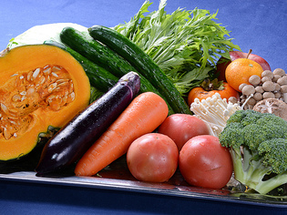 九州の食材を中心に仕入れ、新鮮食材で季節感のあるコースづくり