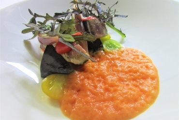 小鴨胸肉のサラダ サマートリュフ トウモロコシのガレット
