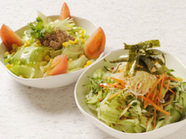 新鮮な野菜に、特製の胡麻ドレッシングをかけていただく『舞しゃぶサラダ』