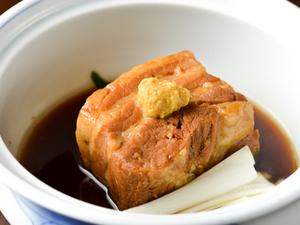 お箸で崩れるほどにやわらかな『豚角煮』