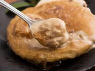 お店の一番人気! 「帆立」と「ズワイガニの味噌」の濃厚な味わいがクセになる『ホタテカニ味噌焼き』
