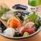 旬の食材が入る人気の『刺身盛り合わせ(二、三人前)』