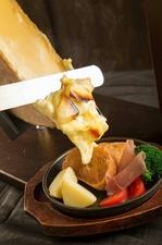甘みのある野菜と好相性の「ハイジのチーズ」『ラクレットチーズ』