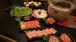 上質な肉を少しずつ色々食べられる人気のコース。