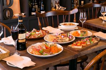 前菜盛り合わせからメインのお肉料理までしっかり楽しんで頂けるパーティープランです(飲み放題+2000円)