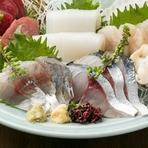 土佐エリアの漁港から直送で届く鮮魚を楽しめる『おまかせ五点盛』
