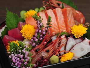 5種の海鮮を箱に入れ込んだ、見た目も華やかな『玉手箱(五種一切)』 1人前 ※2人前から承ります。