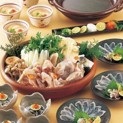 真鯛のピリ辛甘酢餡かけなど 彩り豊かな食材をバランスよく盛り込んだ大皿コース