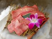 長男はタンしゃぶも付きます! 片面はよく焼きで、裏面はさっと炙ったら美味しい特上タンを召し上がれ