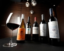 本当の美味しさを教えてくれる、ソムリエ厳選のワイン