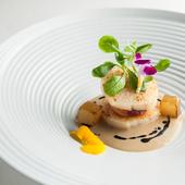 複雑な味のマリアージュ『帆立貝のアサードとコラーゲン フォアグラのソース ナシのキャラメリゼ』