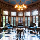 伯爵邸の重厚で趣き深い設えが、現代に蘇る